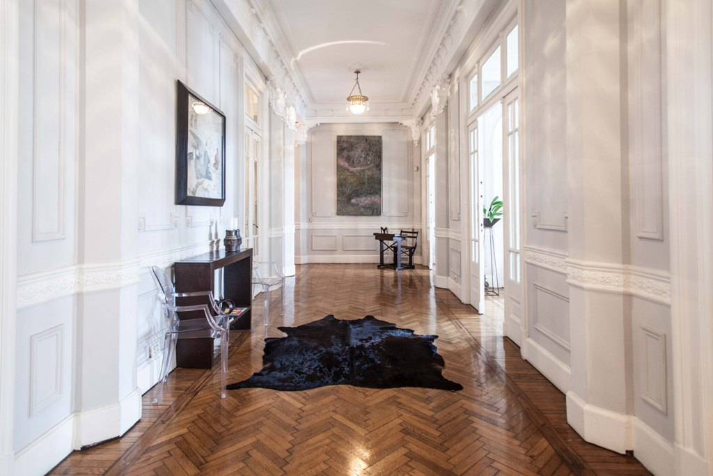 Unique 4 bedroom floor completely restored near Congres building